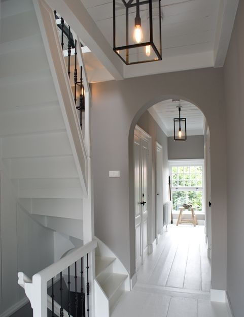 Witte trapgat trappen pinterest verlichting lampen for Interieur ideeen gang