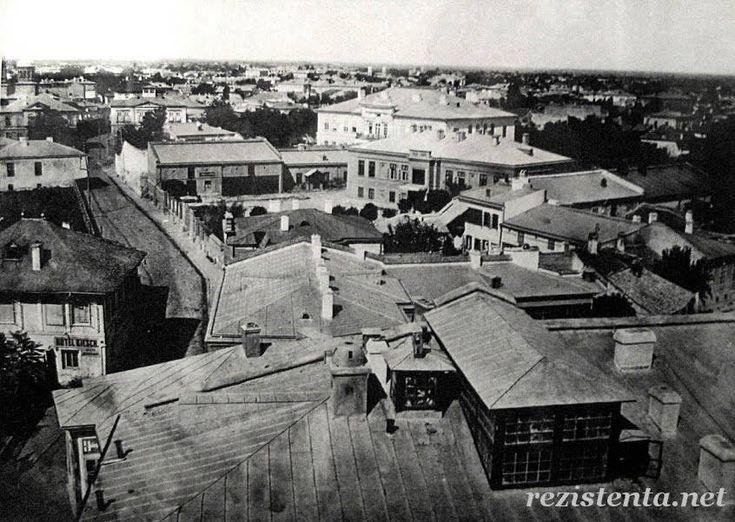 Bucuresti - 1864 - zona Pietei Universitatii, pozata din Turnul Coltei (disparut). Vedere in lungul Ulitei Coltei (actual bulevard Balcescu aici) spre zona actualului Teatru National (casele din dreapta)