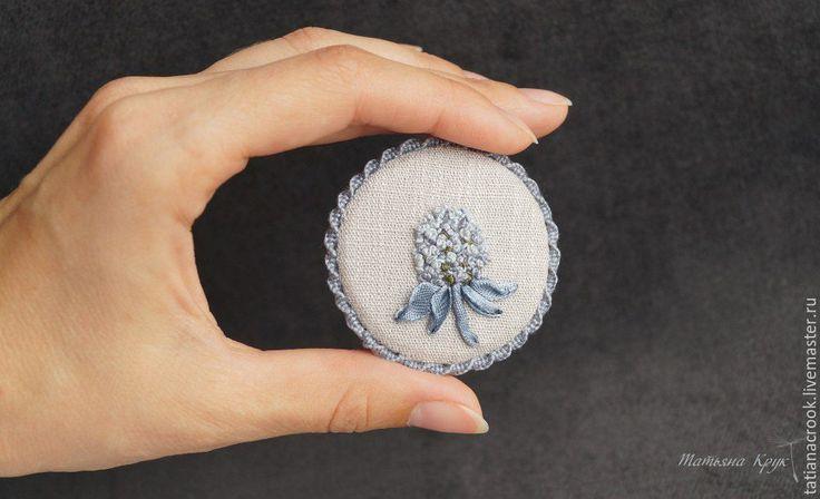 """Купить """"Синеголовник"""" - текстильная брошь с вышивкой - брошь цветок, текстильная брошь, брошь с вышивкой"""