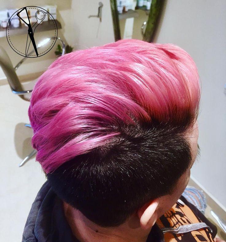 Ispirazione ? PINK ! Direi punto di arrivo raggiunto perfettamente !  Garbo Parrucchieri  Il Primo salone in Italia a Fondere la tecnica di Taglio Accademica Londinese unita alla Raffinatezza ed al Buon Gusto Italiano ! --- #italianstyleinenglishway #lostileingleseunitoalbuongustoitaliano #colore #corto #capelli #tagliocorto #capellicorti #nuovotaglio #nuovo #moda #tendenza #forbici #instahair #gropellocairoli #garlasco #vigevano #pavia #milano