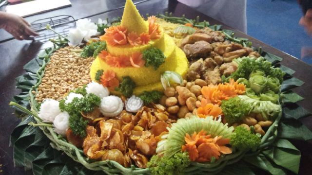 Tumpeng  Indonesian Food