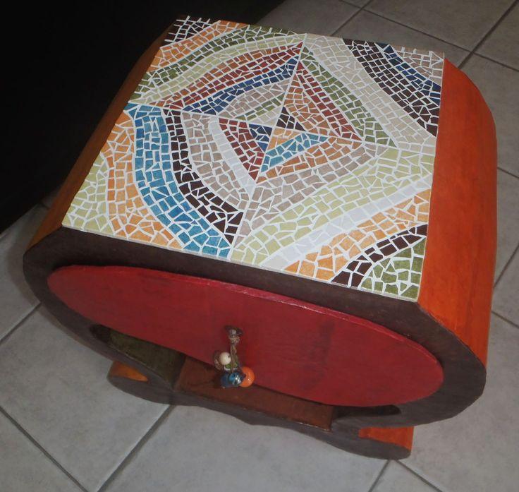 Plus de 1000 id es propos de meubles carton sur pinterest for Fabriquer table mosaique