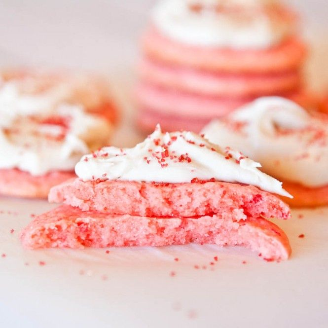 Strawberry Cake Mix Cookies with Vanilla Cream Cheese Frosting: Strawberry Cakes, Strawberries And Cream Cookies, Cake Cookies, Cream Cheese Frostings, Valentines Cookies, Pink Cakes, Cakes Mixed Cookies, Cream Chee Frostings, Strawberries Cakes Cookies