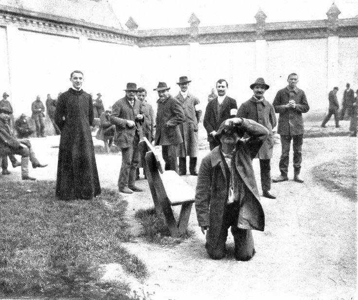 Elmegyógyintézet Eger - Betegek az irgalmas rend egri kórházának kertjében. Vasárnapi Ujság, 1910.