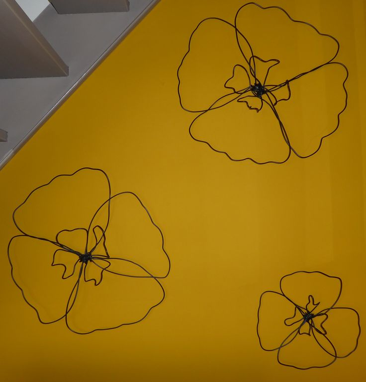 Fleurs faites avec du câble électrique