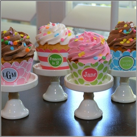 cute cupcake bands for birthday party - www.thepapermenu.com #cupecake #paper #monogrammed
