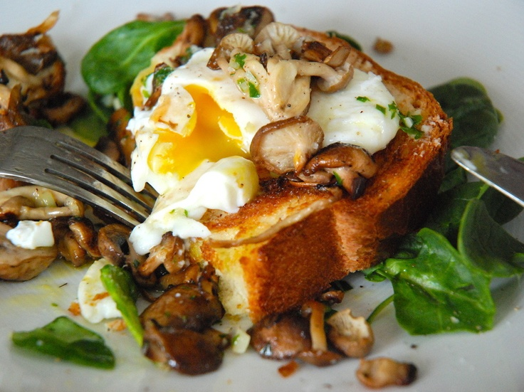 Poached Eggs on Toasted Brioche with Garlicky Mushrooms by Kitchen Culinaire