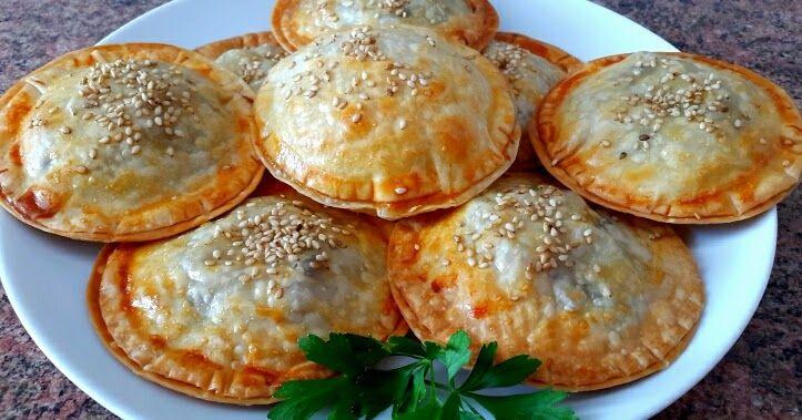 Ingredientes: 1 bolsa de obleas para empanadillas 1 contramuslo de pollo o media pechuga (al gusto) 8 champiñones Aceite de oliv...