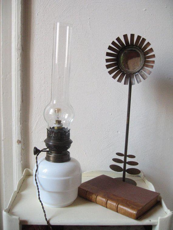Ancienne lampe à pétrole électrique / Opaline blanc et laiton / Lampe rétro / Lampe rustique / Décoration campagne / Lampe vintage / Brenner