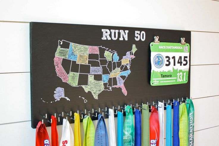 Running all 50 states in the US??? This is a fantastic way to showcase your medals & bibs and keep track of what states you have run. Comes with 50 hooks!!! Painted with black chalkboard paint. Crayol
