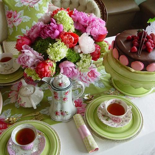 Green and bright: Cottages Gardens, Teas Time, Tables Sets, Teas Tables, Teaparti, Afternoon Teas, Bridal Shower, Shower Theme, Teas Parties