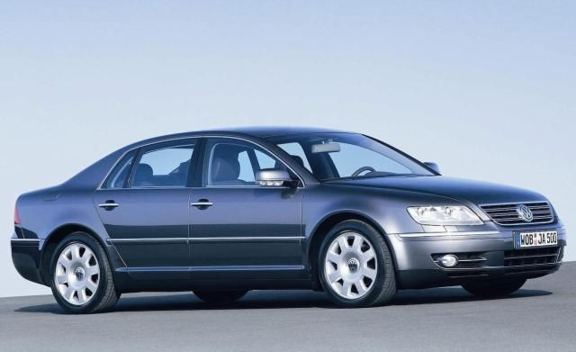 20 Truly Terrible Cars: Volkswagen Phaeton (2004 - 2006)--but it's really a wonder car