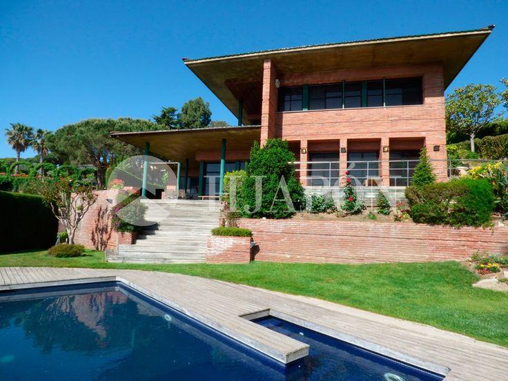 Unique luxury house for sale in Cabrera de Mar, close to the town centre, at el Maresme