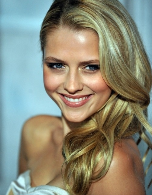Teresa Palmer. Love her and all her hair and make up in her movies!
