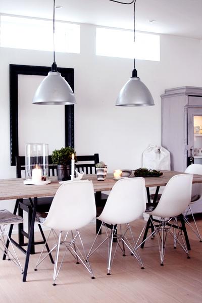 love this atmosphere, modern plus rustic simple table