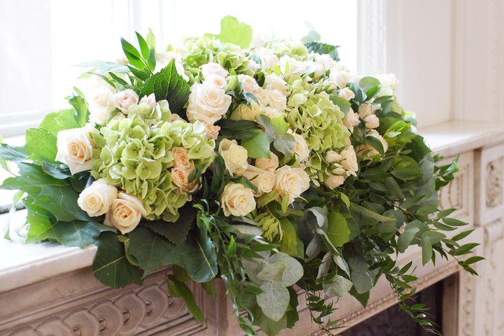 Walter Van Gastel - Trouwdecoratiie, bloemen, bloemstuk met rozen en hortensia's