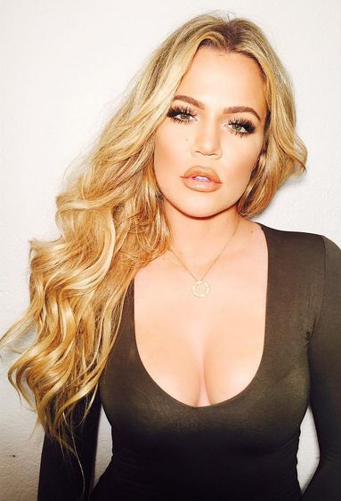 Blonde curly hair goals || Khloe Kardashian