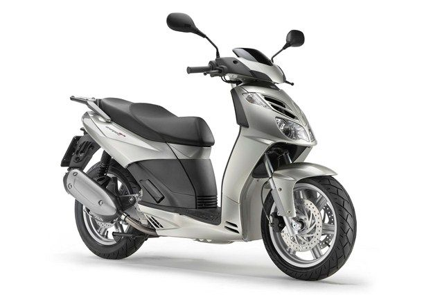 Top 10 maxiscooters under £3k - Aprilia SportCity Cube 300 - Page 2 - Motorcycle Top 10s - Visordown