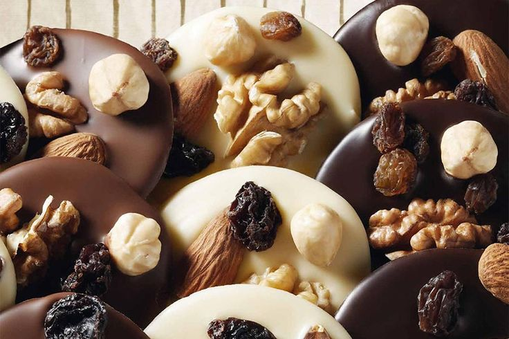 Recette de mendiants au chocolat au Thermomix TM31 ou TM5. Faites ce dessert en mode étape par étape comme sur votre Thermomix !