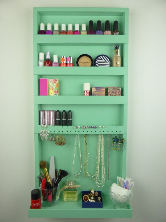 Mint green makeup and jewelry organizer door CraftersCalendar - Possible DIY idea?