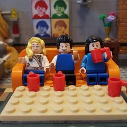 Doesn't look like the 1st version of this will be passsed so I've revised it and resubmitted. 2nd times a charm guys please support and tweet. This LEGO set proposal is based on the popular American sitcom Friends created by David Crane and Marta Kauffman. The set shows the Central Park Coffee shop that the Gang frequently hang out in, which is the main location of the series. All the recognisable elements from the shop have been added to fill out the interior including the couch which can…