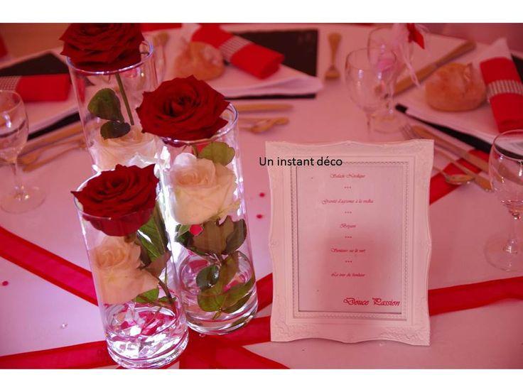 Centre de table fleuri simple chic mariage rouge blanc pinter - Table noir et blanche ...
