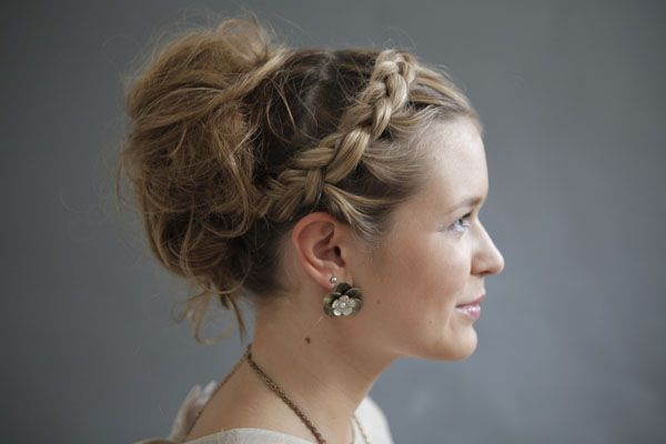A Summer Hairstyle: http://www.josieloves.de/beauty-tutorial-lockere-hochsteckfrisur-mit-geflochtenem-zopf/