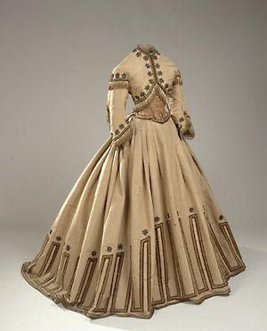 Replica of an 1865 dress.
