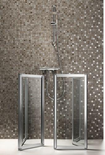 Opvouwbare douchecabines. Ruimtebesparing in Italiaans topdesign by Arblu - exclusief verkrijgbaar bij Sanisale.com -