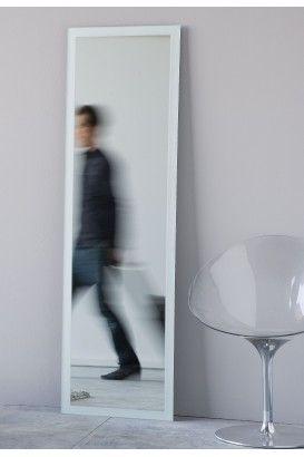 ARENA  Descripción: colección de espejos, con marco arenado.  Incluye sistema de fijación.  Materiales: cristal 4 mm.  Acabados: arenado.  Diseño: Eco.estudio.  Su Misura: Con la posibilidad de fabricar el espejo a la medida deseada.  Pásanos tu medida y te cotizamos precio.  Estancias: baño, dormitorio, recibidor y salón.