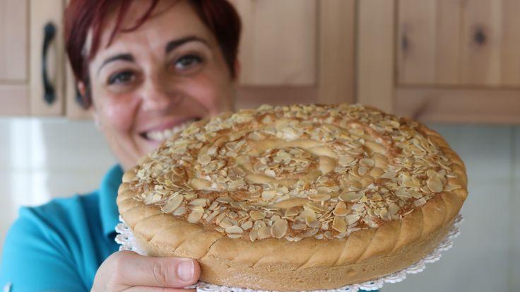 La crostata frangipane è una torta deliziosa a base di mandorle. La crema frangipane su una base di pasta frolla senza burro e marmellata...