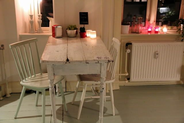 moodyDreams, Shabby White, Shabby Chic, Dinner Spaces, Kitchens Tables, Cozy Kitchens, Kitchens Nooks, Dining Spaces, Rustic Feelings