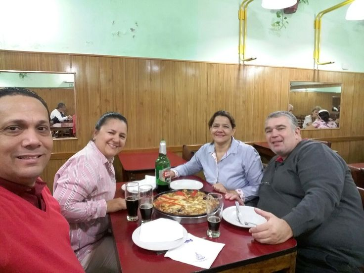 Con Yaneth y Daniel almorzando en Argentina