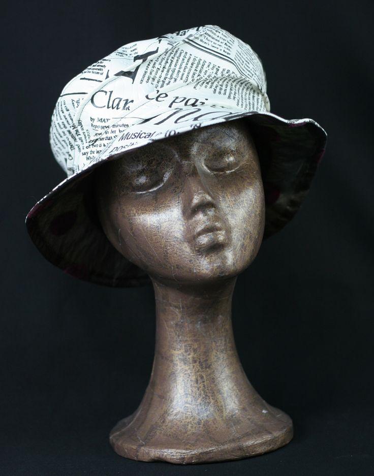 """chapeau en toile ciré """"journaux"""", doublé"""