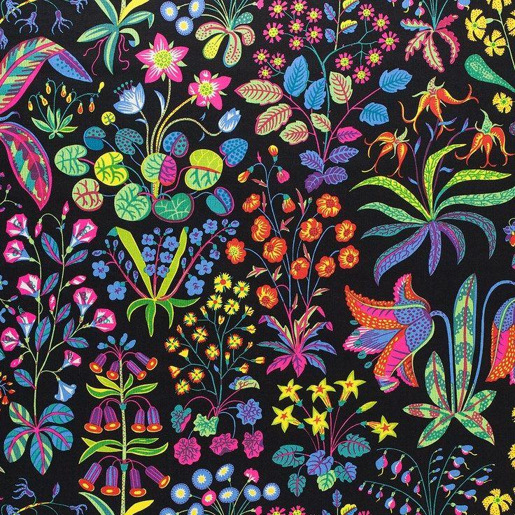 Det prunkande mönstret Under Ekvatorn är ett av Josef Franks mer färgstarka mönster. Under ekvatorn formgavs av Josef Frank i september år 1941. - Tygprov Under Ekvatorn, Lin 315, Under Ekvatorn, Svart, Josef Frank