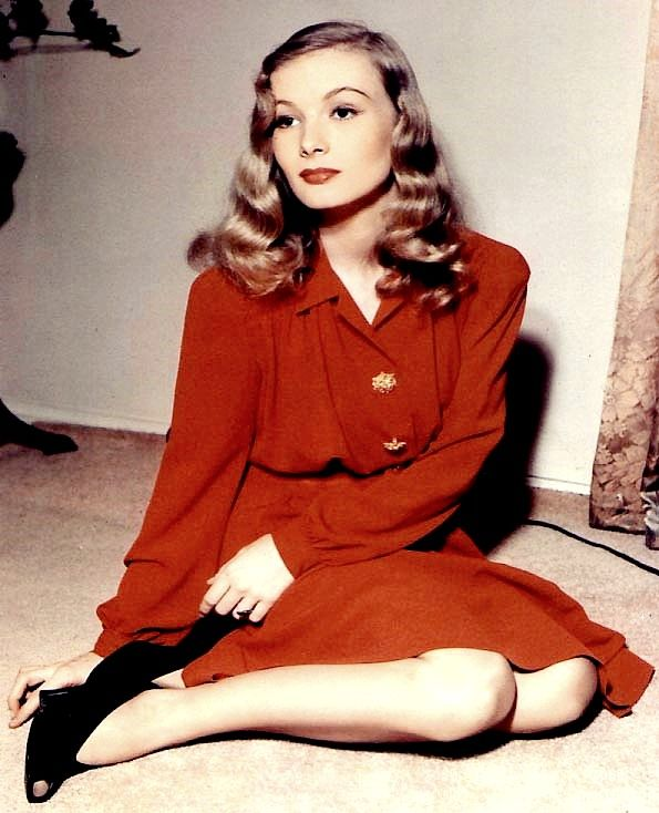 Veronica Lake - love her hair :)