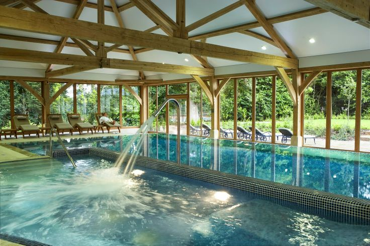 six out of ten magazine: Dog spas and Pet Menus: Luxury dog friendly hotels in UK - Luton Hoo Hotel, Bedfordshire