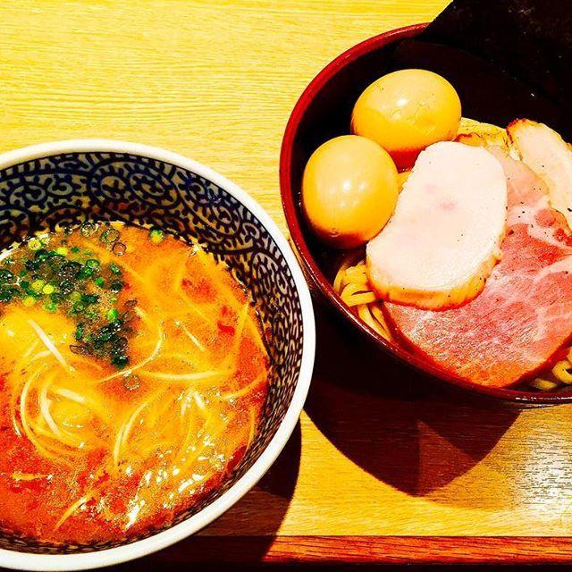ラーメンアワード3位の一燈! 麺自体めちゃ美味かったし 焼豚3種も抜群😋 んでつけ汁は文句なしの最高でした! 割出スープまで堪能😇  #japan #tokyo #top #noodles #lunch #sogood #good #meat #eggs #soup #hot #fish #yammy #delicious #awesome #travel #ラーメン #ラーメン充 #つけ麺 #旅 #魚介 #豚骨 #濃厚 #肉 #肉充電