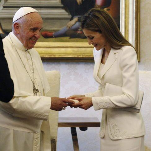 Vestido blanco significado francisco