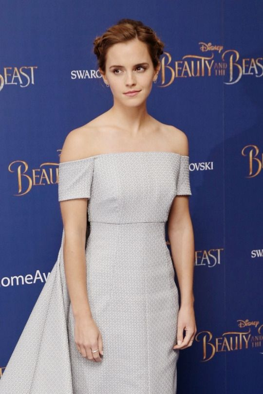 Emma Watson attends the Beauty and the Beast London Screening on February 23, 2017 Pinned by @lilyriverside