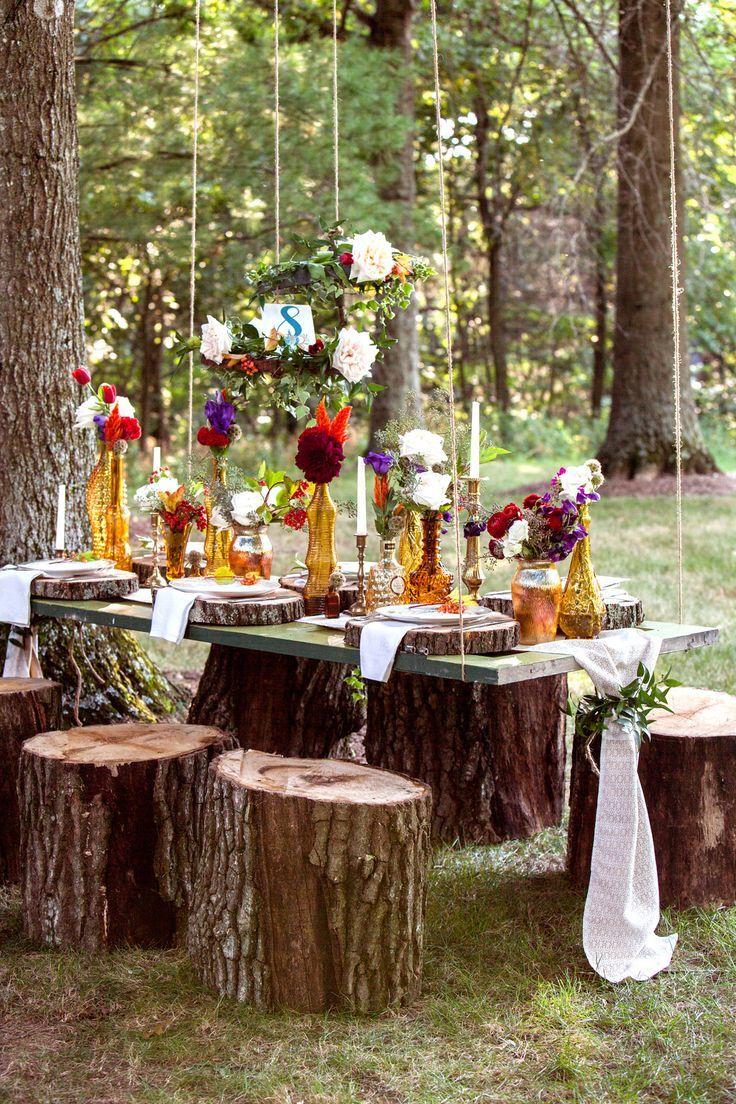 БОХО Детали: живые цветы и цветочный принт ленточки, перья позолоченные детали (вазы, статуэтки, тарелки) свечи подвесные конструкции этнические орнаменты подушки, бархат
