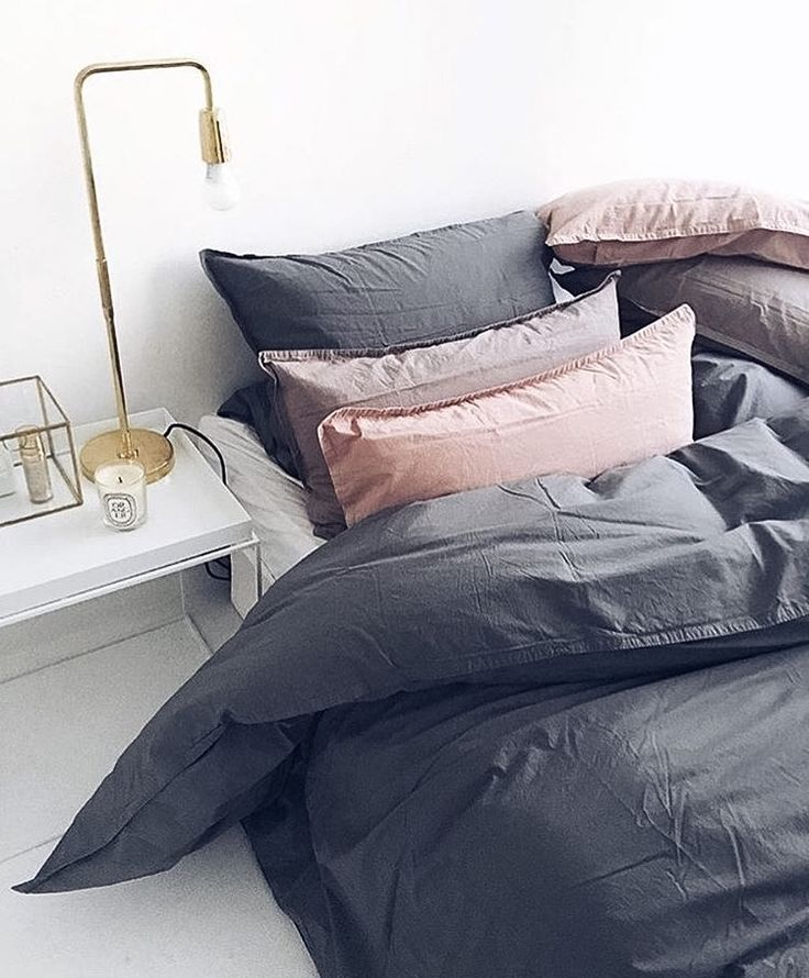 pillows and duvet look so fluffy