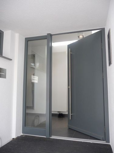 Aluminium front door with sidelight MODERN Sorpetaler Fensterbau