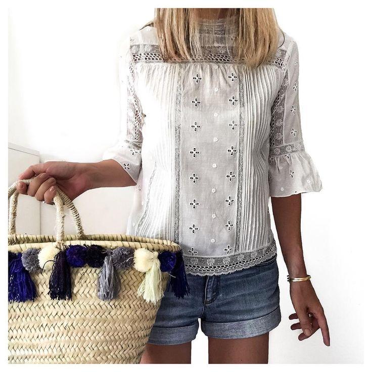 Shorts y Blusa blanca                                                                                                                                                                                 Más