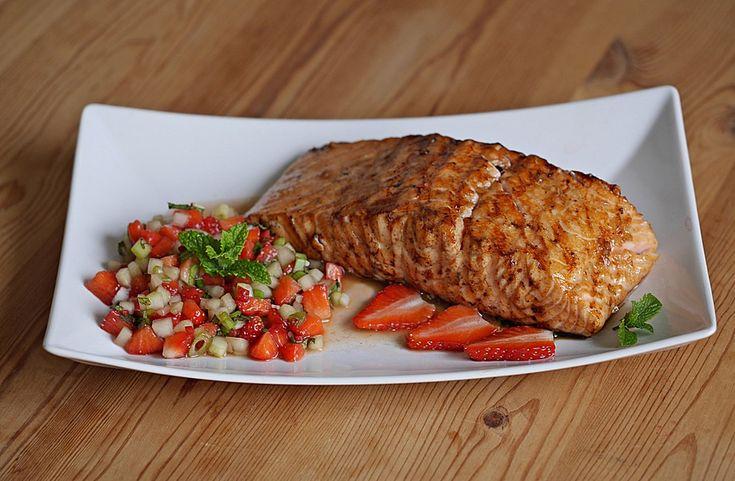 Lachs vom Grill mit Erdbeer-Salsa, ein schmackhaftes Rezept aus der Kategorie Barbecue & Grill. Bewertungen: 5. Durchschnitt: Ø 3,0.