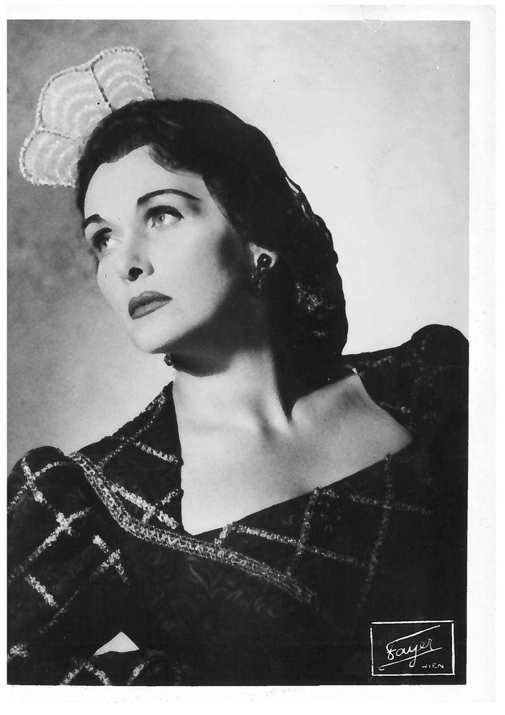 Elisabeth Schwarzkopf as Donna Elvira.