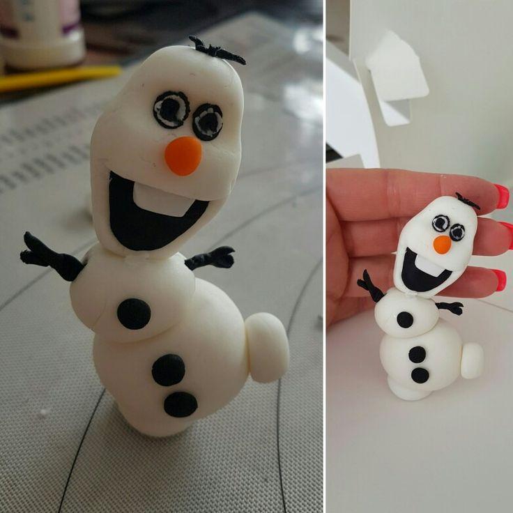 Mini Olaf topper. Vanilla fondant Various colours.