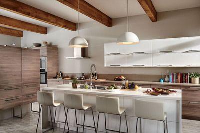 Nouvelle cuisine SEKTION d'IKEA, fini noyer BROKHULT (Groupe CNW/IKEA Canada)
