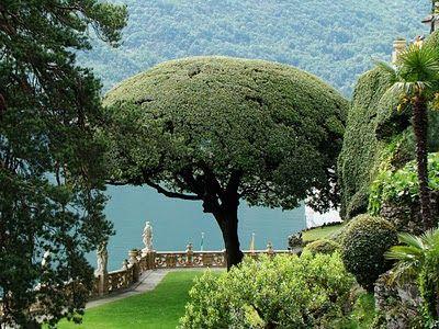 Trädgården till Villa del Balbianello i Comosjön i norra Italien.