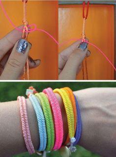 Bracelet manchette 1, croiser les fils des côtés au milieu, puis les faire passer sous les fils du milieu pour les faire revenir au dessus.